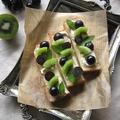 葡萄とキウイ、クリームチーズのスティックオープンサンド♪ by カシュカシュさん