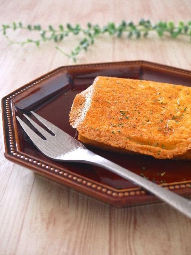 11. カリカリ食感がクセになる!チーズの厚揚げトースト