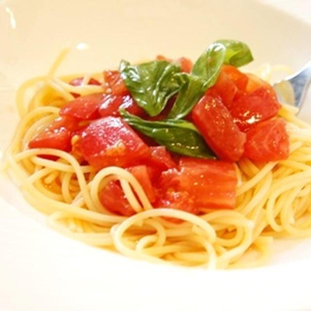 簡単過ぎて申し訳なくなる、トマトとバジルのカプレーゼ風冷製パスタ