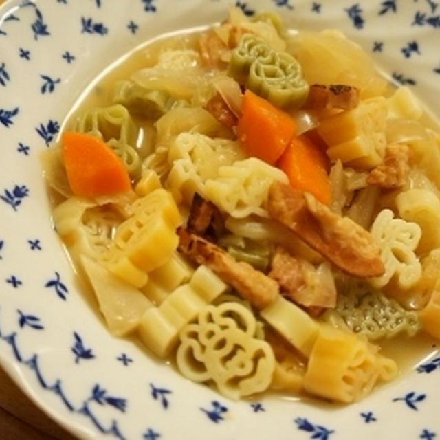 余りのべジブロスで・・・ベーコンと野菜のスープパスタ