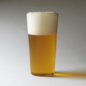 今や、ビールのCMをはじめ、多くのライフスタイルショップなどでも見かけるようになった「うすはりグラス...
