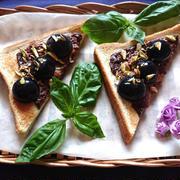生チョコレートとクリームチーズとぶどうとピスタチオのせ最上級トースト by おなかがぺこりんさん