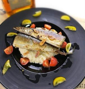 ちょっとオシャレに♪秋刀魚のムニエル スパイスマッシュ添え