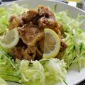 黒胡椒香る鶏の唐揚げ、生搾りレモンソースがけ