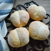 白パンで苺だけのモリモリサンドと久々のおんぶ紐。