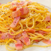 卵とベーコンと粉チーズがあれば作れる!簡単ローマ風カルボナーラ♪