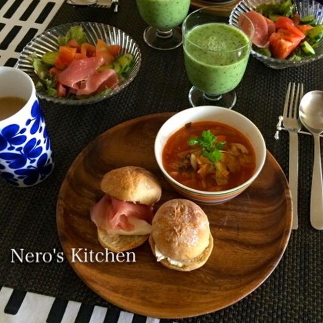 休日ブランチ・野菜たっぷりスープとライ麦パン♪