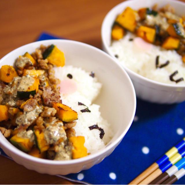 簡単朝ごはん!秋らしく♪特製ソースのかぼちゃそぼろで「ハリネズミ丼」
