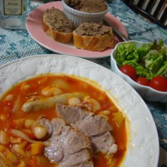 日曜の晩ごはん!白いんげん豆と豚肉の煮込みと、手作りレバーペースト!