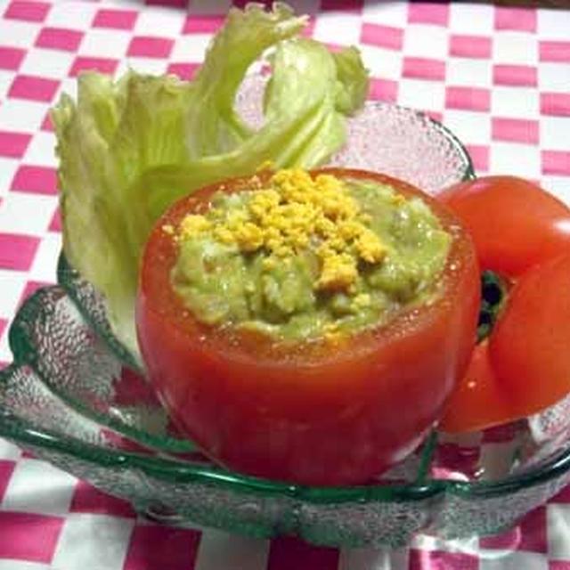 トマトカップのクリーミーアボカドサラダ