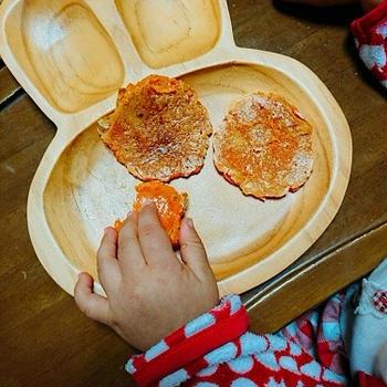 【レシピ】子どものおやつや離乳食に10分で栄養たっぷり!「にんじん米粉お焼き」
