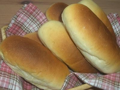 給食のコッペパン