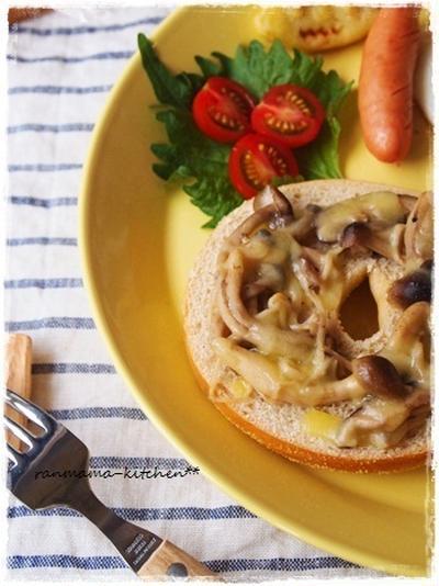 茸マリネのチーズベーグルで朝ごはん♪
