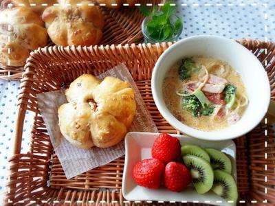 お買い物日和~の今日は♪くるみパンを持って行ってきま~す♡(*^^*)