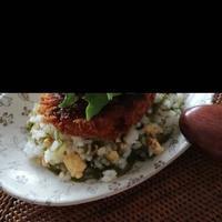 めかぶ&炒り卵の混ぜご飯~メンチカツのせ