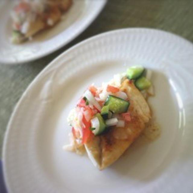 白身魚のグリル サルサソース添え
