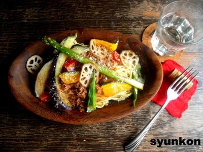【簡単!!!】最小限の材料で*レンジでミートソース と 夏野菜のミートソーススパゲッティ