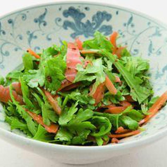 春菊とにんじんのサラダ(粒マスタードソース)