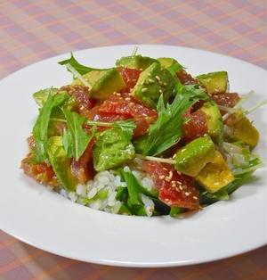 サッと混ぜて簡単!ヘルシー晩ご飯はお寿司〜まぐろとアボカドのサラダちらし寿司。