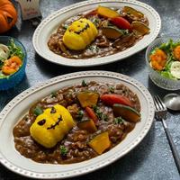 Happy Halloweenハロウィンカレーと柿とチーズのリーフサラダ