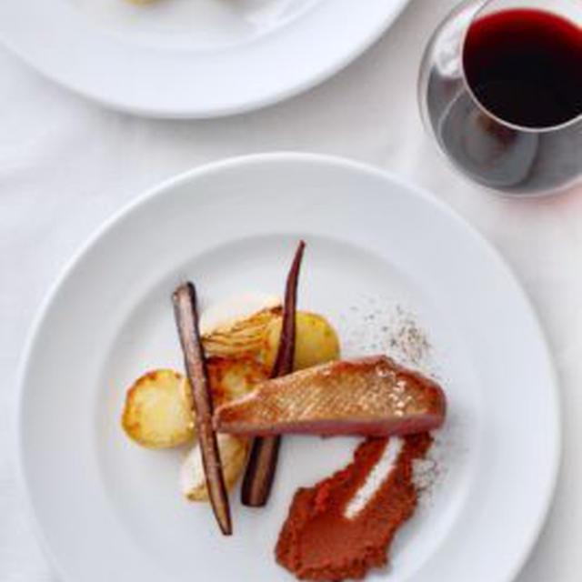 仔鴨のフィレ肉、紫にんじん添えFILET DE CANETTE AUX CAROTTES VIOLETS