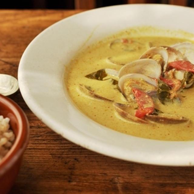 アサリのココナッツカレースープ