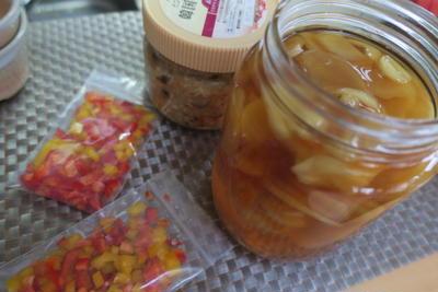 作り置きおかず........ショウガシロップ、きのこご飯の素〜パプリカ冷凍用に!