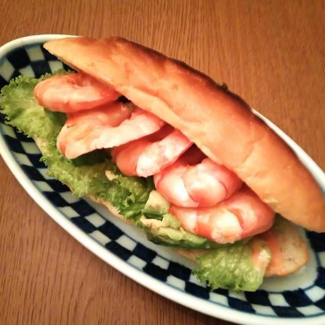 エビとアボカドのサンドイッチ 【カフェ風きどりで】