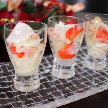 クリスマスの前菜にぴったり♪かぶと生ハムの彩りマリネ