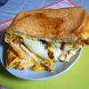 禁断の黒胡椒チーズ卵焼きのホットサンド