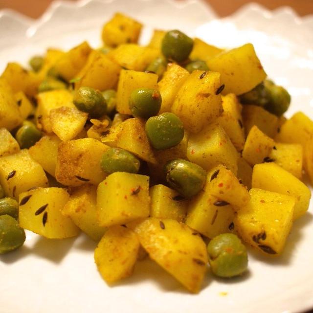 お弁当にも!ジャガイモとお豆のカレー炒め(サブジ風)