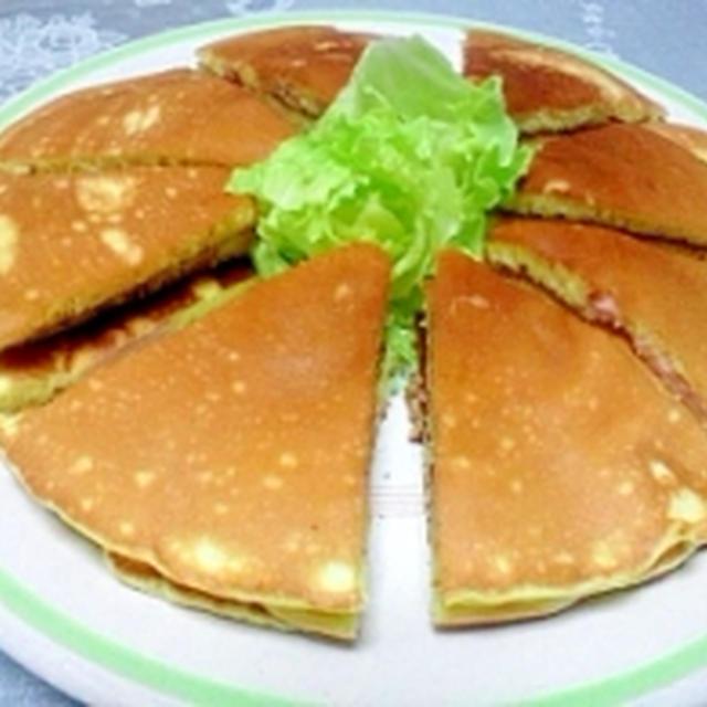 朝食に魚肉ソーセージ入りホットケーキ
