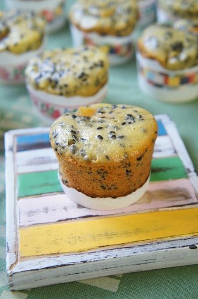 フライパンでゴロゴロ黒ゴマさつまいもカップケーキ