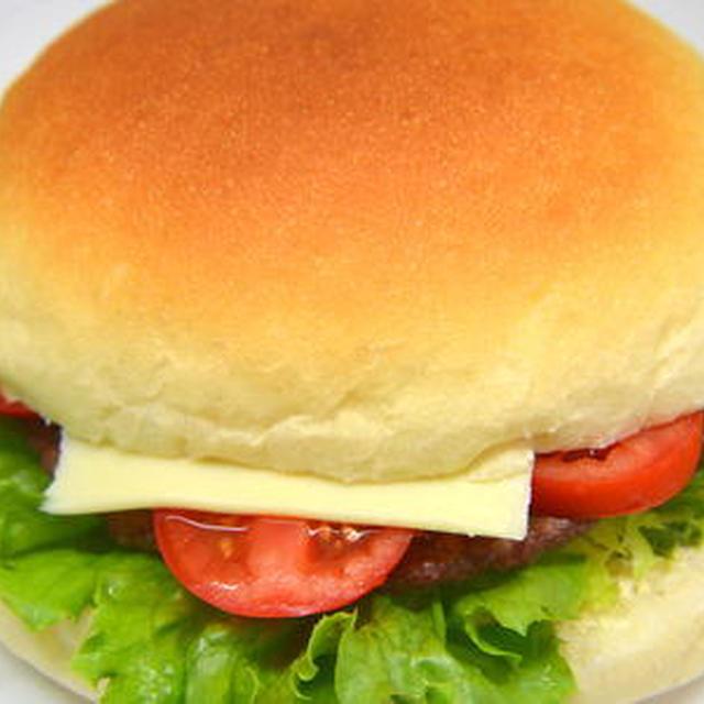 ダッチオーブンで作るジャンボハンバーガー