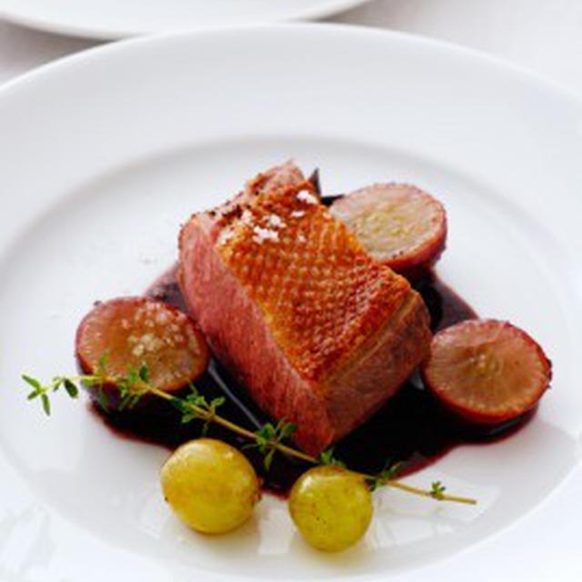鴨の胸肉、葡萄仕立てMAGRET DE CANARD AUX RAISINS,AU VIN ROUGE