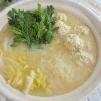 出汁不要!鶏団子と白菜の白味噌鍋*鶏肉おかず図鑑に掲載されています。