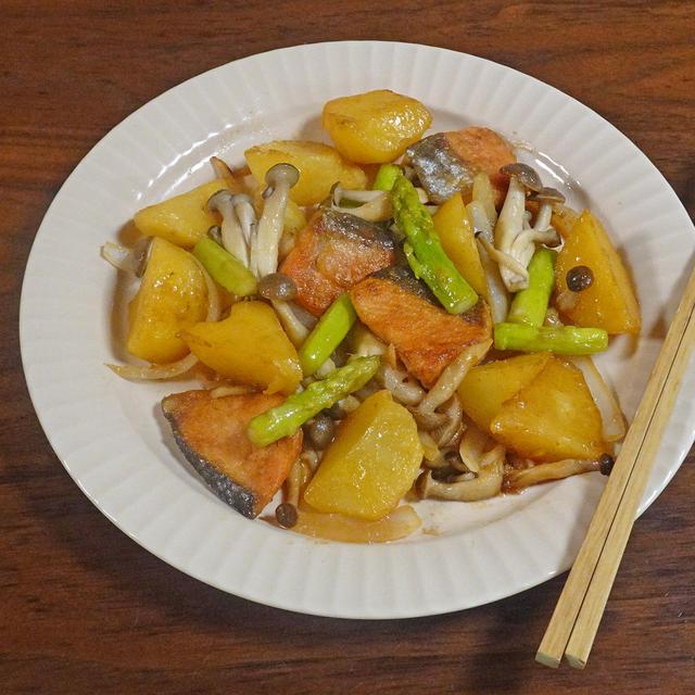 10分で簡単!秋を感じるレシピ 鮭じゃがのバター醤油炒め