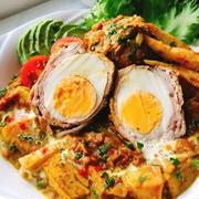 卵の肉巻きと【たけのこカレー】(スコッチエッグカレー)