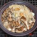 炭火で作る『マイタケとエノキとニンニク』の陶板焼