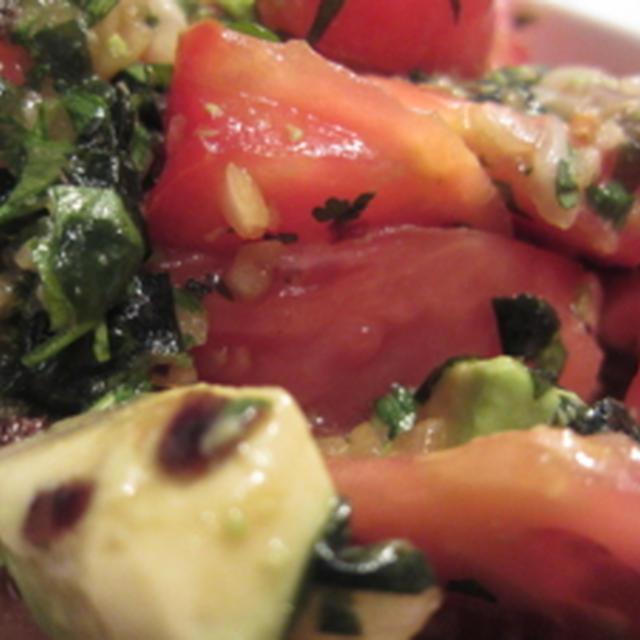 [料理(NYで日本食っぽく)] トマトとアボカドのワカメドレッシングサラダ
