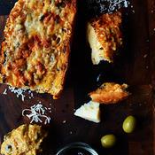 オリーブ入り生姜味噌のバケットピザ