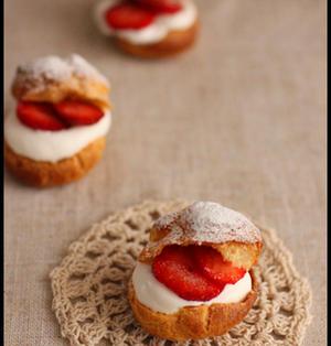 お花見にも♪ホットケーキミックスで簡単!イチゴのシュークリーム