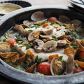 白身魚とあさり、マッシュルームのガリバタ蒸し鍋