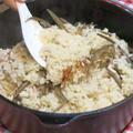 今日の晩ご飯/ダッチオーブンで作る、「鶏もも肉と干し牛蒡の炊き込みご飯」