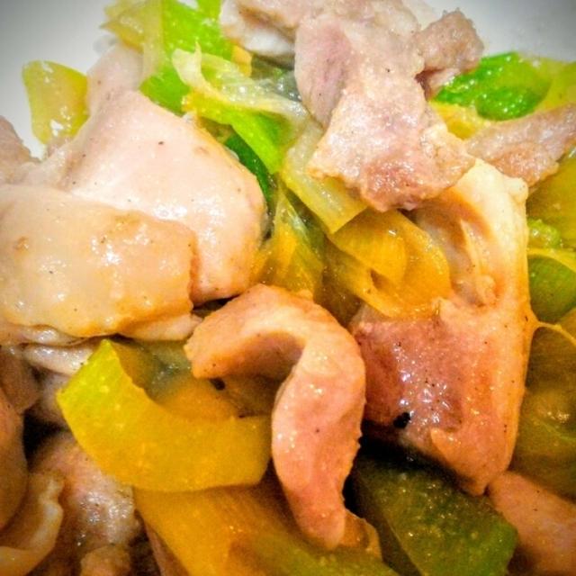 炒めて3分。鶏もも肉とネギの炒めものでお昼ご飯