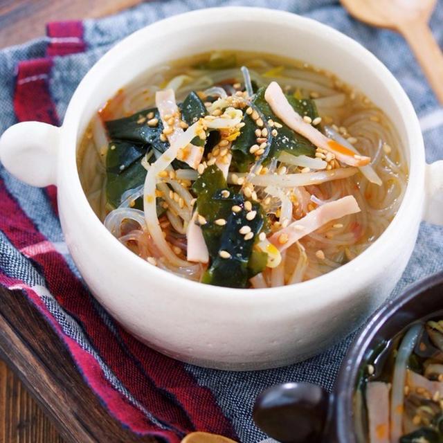材料入れて煮るだけ3分♪『わかめともやしの韓国風はるさめスープ』