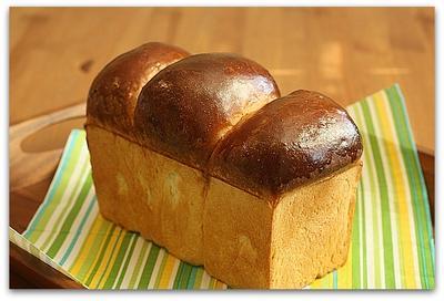 山型ミルキー食パンでたまごハムサンドイッチ