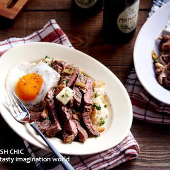 ガーリックバターステーキ丼と甘辛しょう油の豚こま焼肉丼