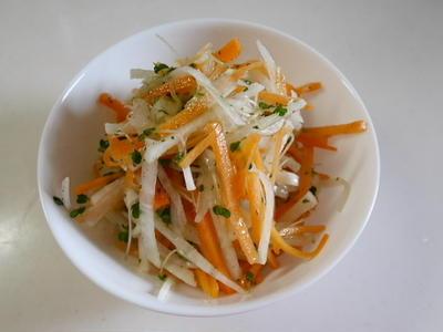 我が家で人気(になりそうな)、キャロットラペ風味サラダ