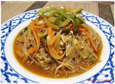 深夜に食べても大丈夫(*^^)v 野菜たっぷり白滝deチャプチェ